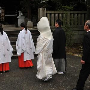 花嫁行列で本殿へ