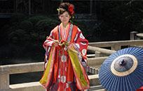 人気の本式十二単衣など、よりグレードの高いこだわりの衣装もオプションで選択可能です。