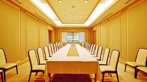 椅子テーブルでの会食・披露宴会場 少人数~100名